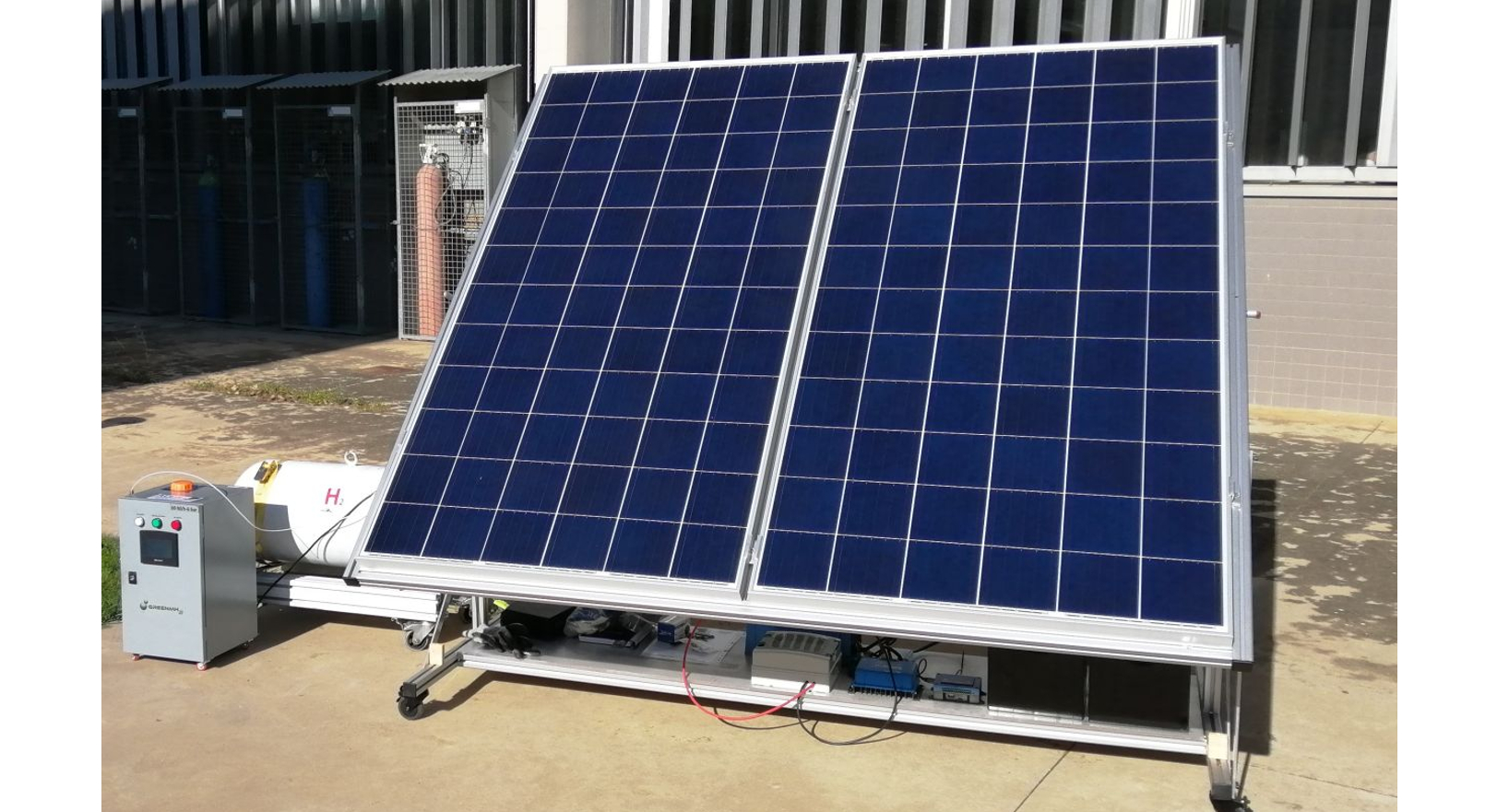 Photovoltaic panels, electrolyser and hydrogen tank